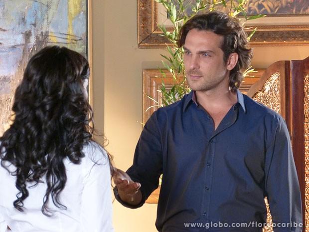 Alberto propõe parceria a Cristal (Foto: Flor do Caribe / TV Globo)