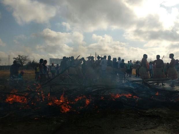 Protesto começou na manhã desta quarta (26) (Foto: Ítallo Timóteo/Portal Radar 89-Rádios Delmiro)