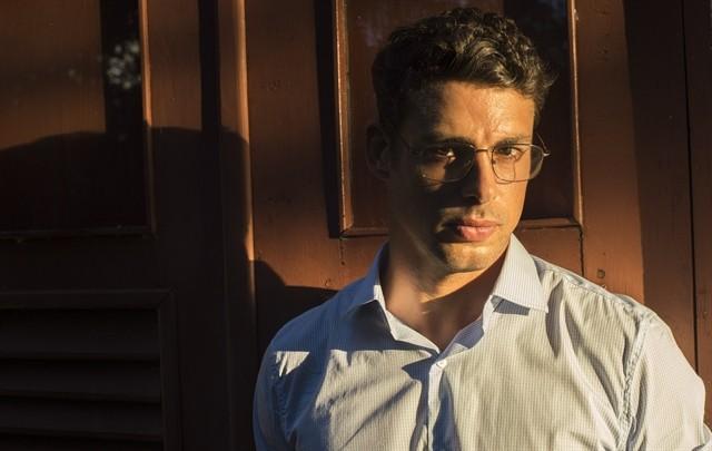 Cauã caracterizado como contador Maurício:  (Foto: Estevam Avellar/ TV Globo)
