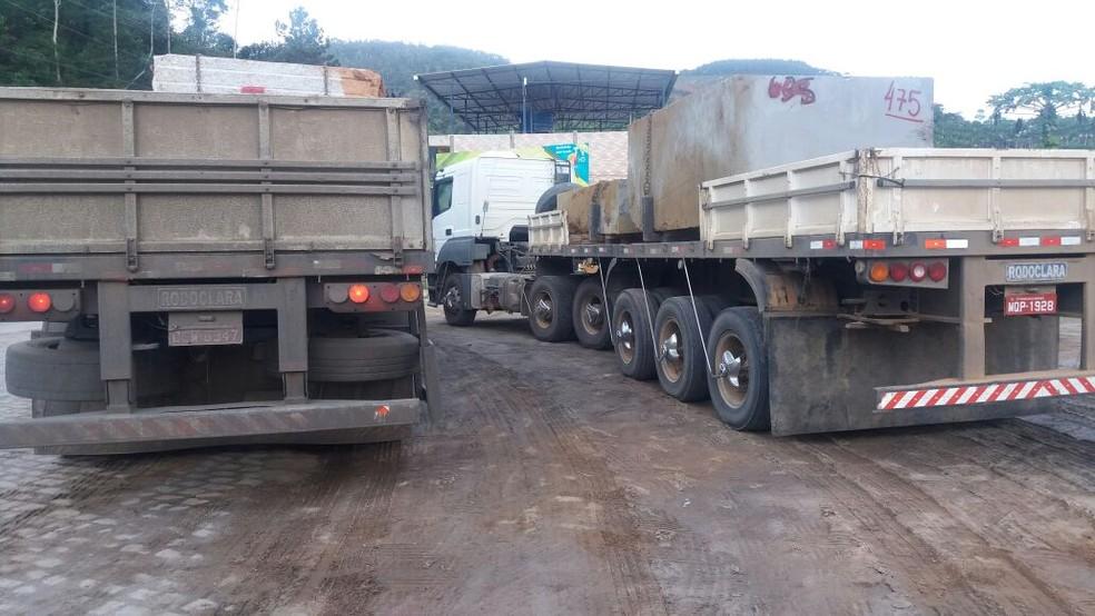 Carretas bitrem apreendidas pela PRF em Venda Nova do Imigrante (Foto: Divulgação/ PRF-ES)