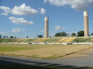 Demolição do Estádio Governador José Fragelli Verdão em 2010 (Foto: Marcy Monteiro)
