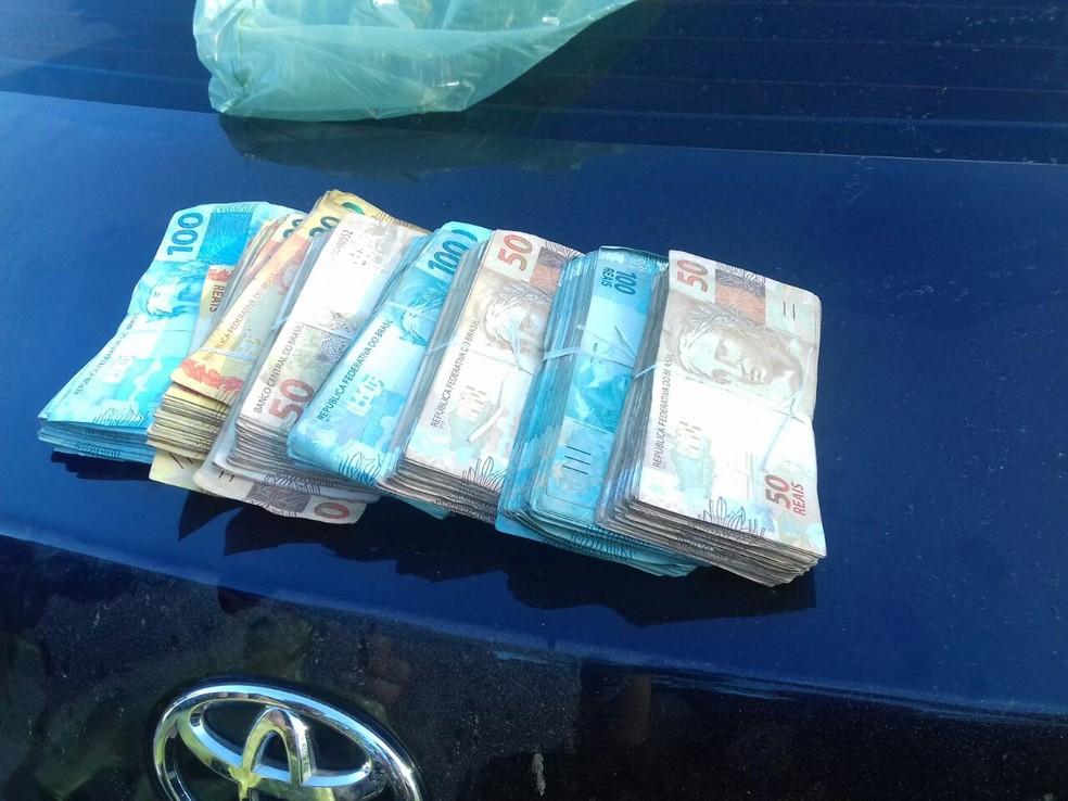 Durante a investigação, policiais recuperaram R$ 50 mil em dinheiro (Foto: Divulgação)