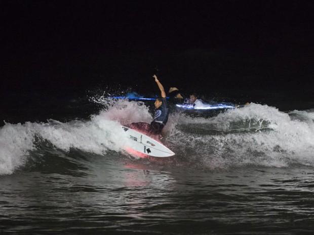 """Jorgann Couzinet, o francs que venceu o """"Surf de Nuit"""" de 2016 (Foto: Guillaume Arrieta/WSL)"""