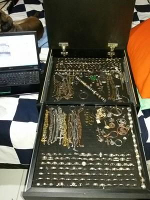 'Caçadores de tesouros' já acharam jóias perdidas (Foto: Reprodução / TV Tribuna)