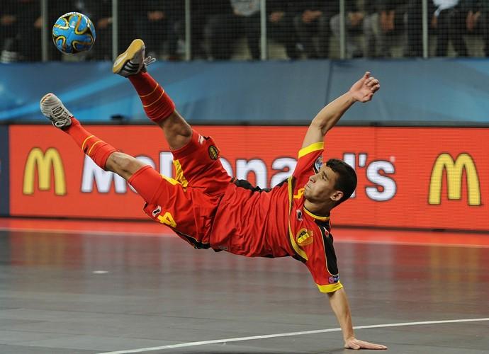 No Europeu 2014, Omar Rahou marcou o único gol da Bélgica na derrota por 6 a 1 para a Romênia (Foto: Getty Images)
