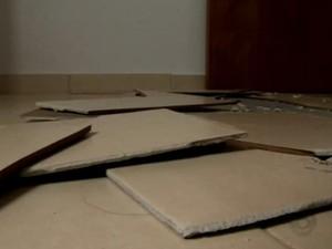 Morador ouviu os pisos da casa soltarem do chão (Foto: Reprodução/RBS TV)