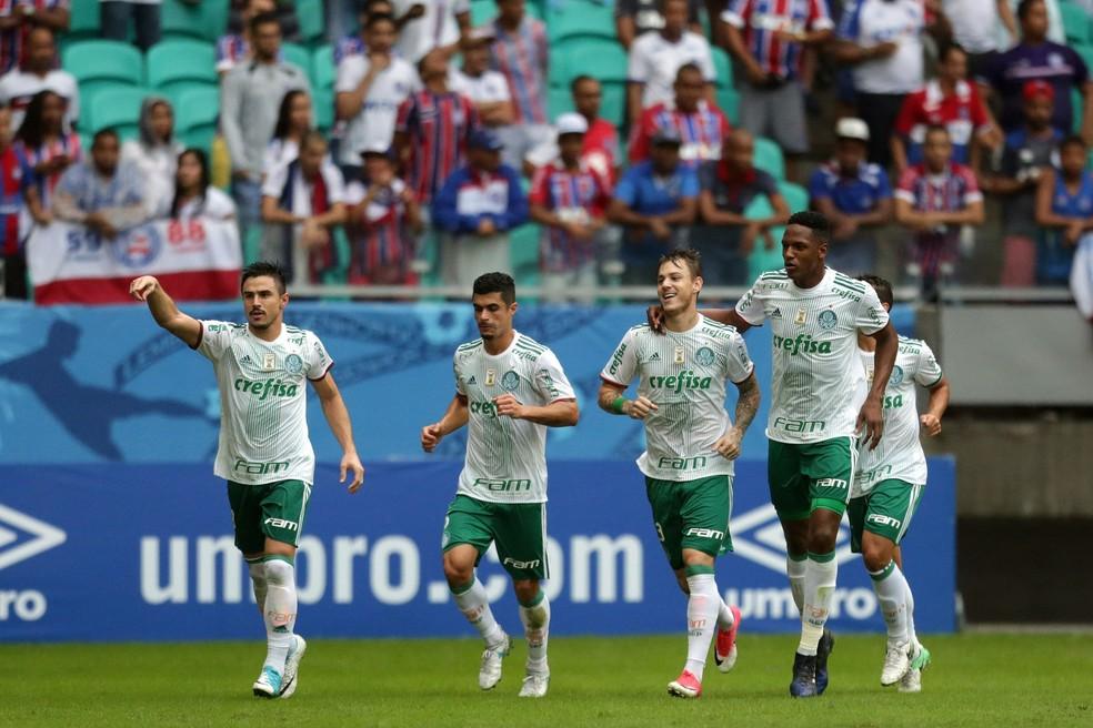 Willian (à esq) foi o autor do quarto gol do Palmeiras (Foto: FuturaPress)