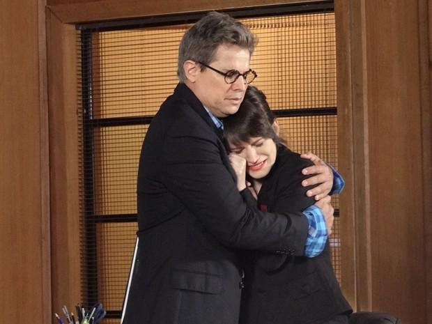 Carolina abre o berreiro e deixa Felipe comovido (Foto: Guerra dos Sexos/TV Globo)