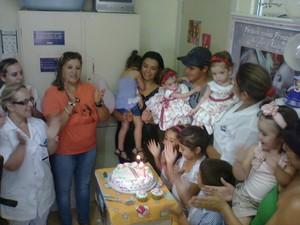 festa; aniversário; gêmeas; siamesas; passo fundo; rio grande do sul (Foto: Cintia Furlani/RBS TV)