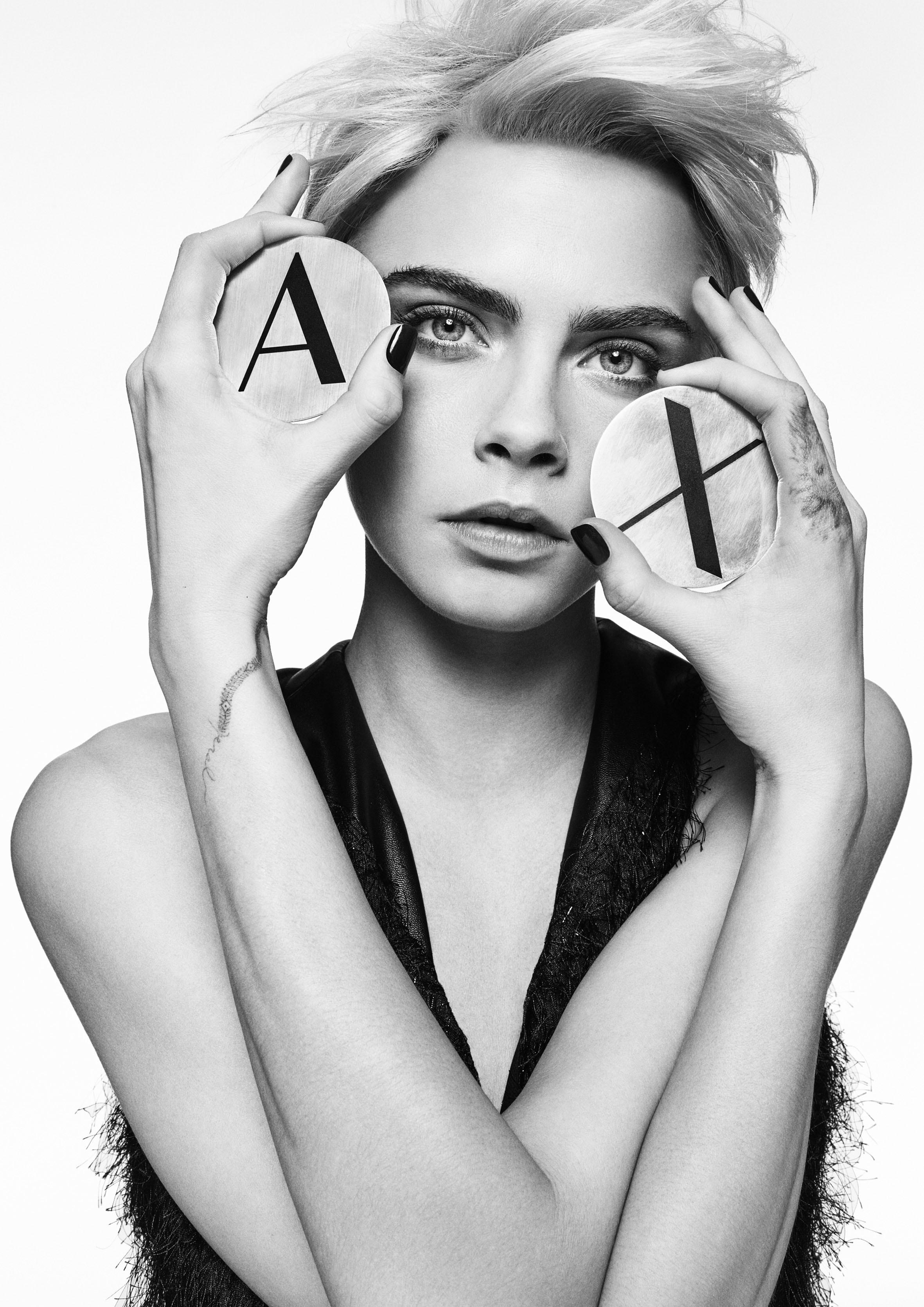 Cara Delevingne is back! Britânica estrela campanha de inverno 2018 da A|X Armani Exchange (Foto: Divulgação)