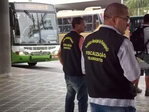 Fiscais intensificaram serviço nos terminais do Centro e Rio Tavares (Foto: Marco Antonio Zanfra/PMF)