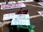 'Temos sim o direito de protestar', diz manifestante em desfile-cívico