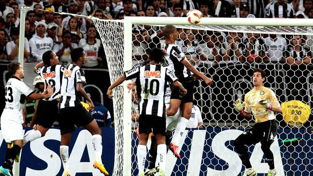 Leonardo Silva gol Atlético-MG final Olimpia Libertadores (Foto: Reuters)