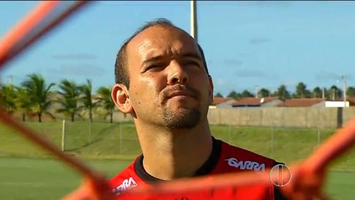 Fabinho Cambalhota, atacante do Globo FC (Foto: Reprodução/Inter TV Cabugi)