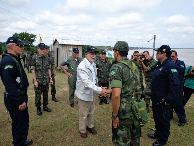Celso Amorim acompanhou os trabalhos da 'Operação Amazônia' em dois municípios do Amazonas (Foto: Cleiton Pascarelli/TV Amazonas)