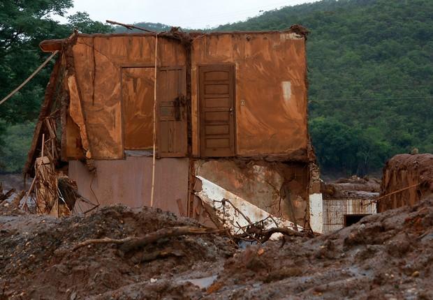 Distrito de Bento Rodrigues, município de Mariana (MG), alguns dias após rompimento da barragem da mineradora Samarco (Foto: Rogério Alves/TV Senado)
