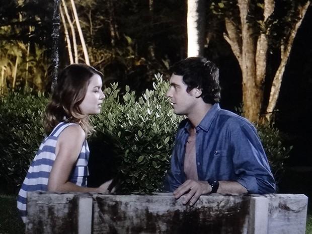Laura conversa com Caíque sobre o futuro da relação (Foto: TV Globo)