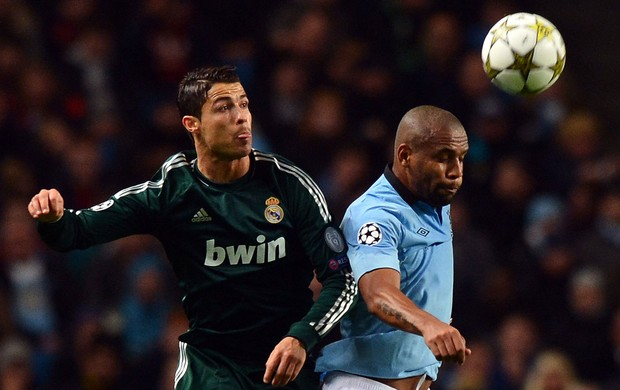 Cristiano Ronaldo do Real Madrid e Maicon do Manchester City (Foto: AFP)