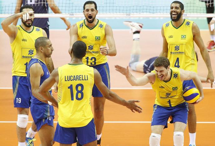 Lucarelli Bruninho Brasil vôlei Liga Mundial (Foto: Divulgação/FIVB)