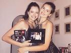 Camila Queiroz e Agatha Moreira se divertem em festa no Rio