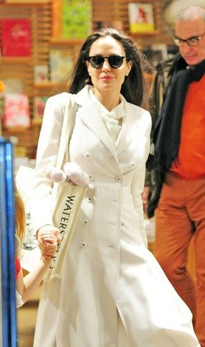 Angelina Jolie em Londres (Foto: AKM / Agência)