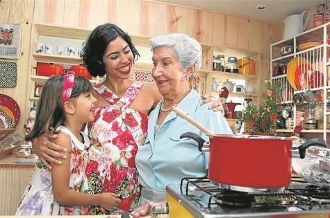 Bela Gil com a avó, Nair Giordano, e a filha, Flor, no 'Bela cozinha' (Foto: Alexandre Campbell)