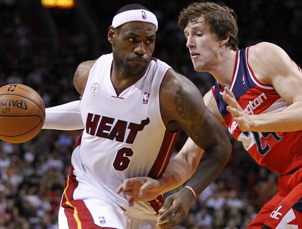 basquete nba lebron james miami heat e jan vesely washington wizards (Foto: Agência Reuters)
