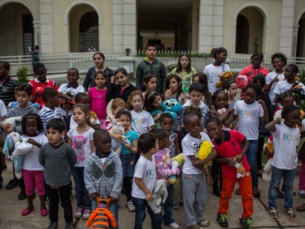 Crianças refugiadas ensaiam no Museu da Imigração, no Centro de São Paulo (Foto: Victor Moriyama/ G1)