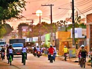 Pôr do sol em Tarauacá, cidade onde temperatura pode chegar a 40°C  (Foto: Carlos/ Arquivo pessoal )