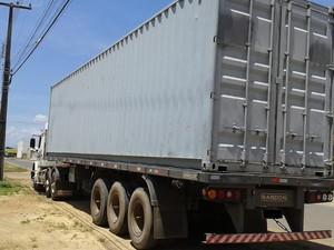 Contêineres foram restituídos ao proprietário, sendo encaminhados para a cidade de Manaus (Foto: Sesp-RR/Divulgação)