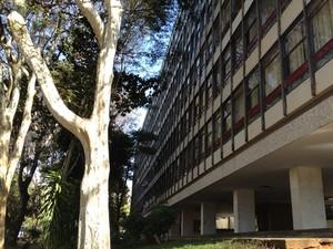 Edifício na Asa Norte, em Brasília, onde fica o apartamento funcional ocupado por familiares do deputado Natan Donadon (Foto: Felipe Néri / G1)