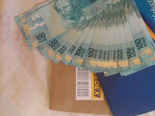 Perfil em rede social vende notas falsas pela internet (Foto: Foto: Reprodução/Facebook)