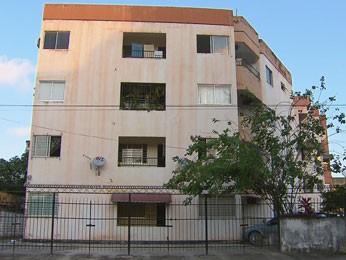 Moradores temem desabamento de prédio em Olinda. (Foto: Reprodução/ TV Globo)