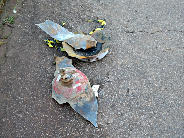 Destroços de cilindro que explodiu (Foto: Veriana Ribeiro/G1)