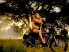 Mariah Carey sensualiza em novo clipe