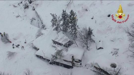 Avalanche destrói hotel em estação de esqui na Itália