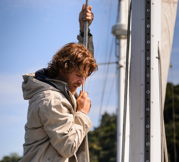 Gianecchini atua em um veleiro, em Paraty (Foto: Ramon Vasconcelos/TV Globo)