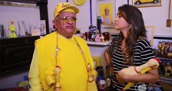 Simone Castro conhece o repórter Amarelinho, figura popular de Floriano (Foto: Reprodução/Rede Clube)