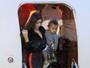 Kim Kardashian e Kanye West viajam em jatinho particular com os filhos