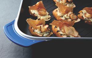 Bruschetta de gorgonzola, peras e crisp de jamon serrano