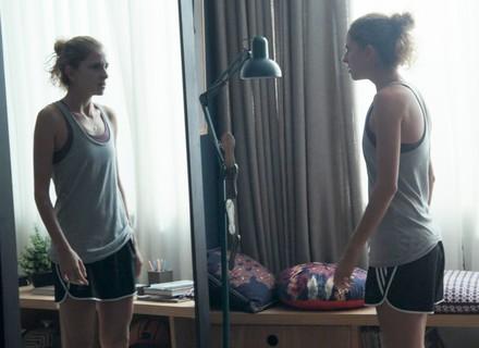 Ivana se desespera ao se olhar no espelho