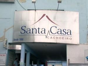 Vítima foi encaminhada à Santa Casa de Cachoeiro. (Foto: Reprodução/TV Gazeta)