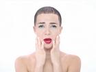 Drake imita Justin Bieber, Miley Cyrus e mais famosos em novo clipe