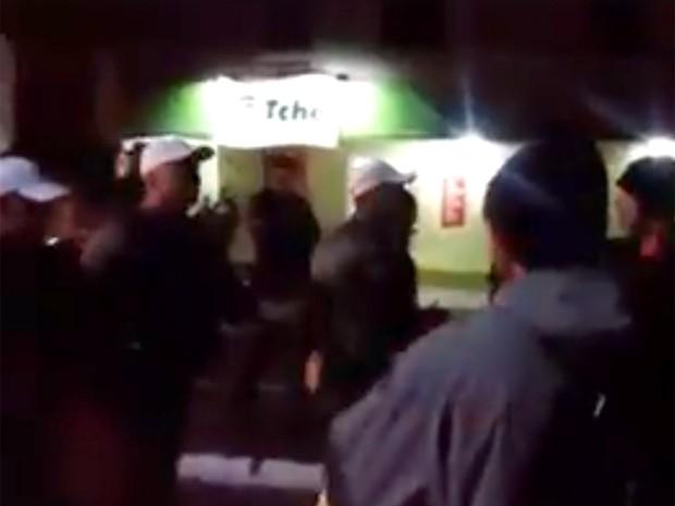 Confusão durante manifestação terminou com feridos em Santa Maria (Foto: Reprodução/Facebook)