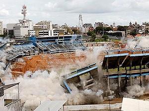 Fonte Nova foi implodida em 2010 (Foto: Agência A Tarde)