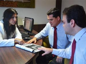 Advogados pedem R$ 241 mil de indenização para pedreiro retratado em revista com falsa família em Ribeirão Preto (Foto: Adriano Oliveira/G1)
