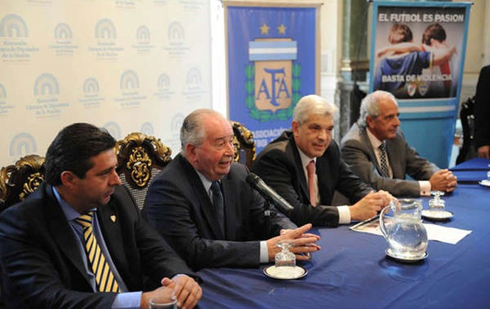 Julio Grondona aprova novo formato do Campeonato Argentino (Foto: Télam)