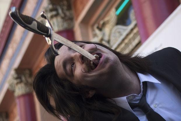 Brett Loudermilk durante show em Los Angeles (Foto: Adrees Latif/Reuters)