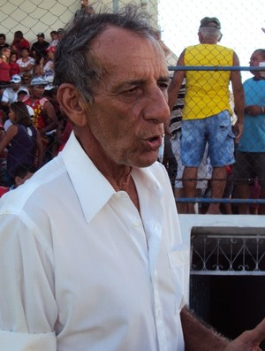 Aderbal  Lana já conta com Simão para o próximo jogo e requer pressa nas demais contratações (Foto: Adeilson Albuquerque/Globoesporte.com)
