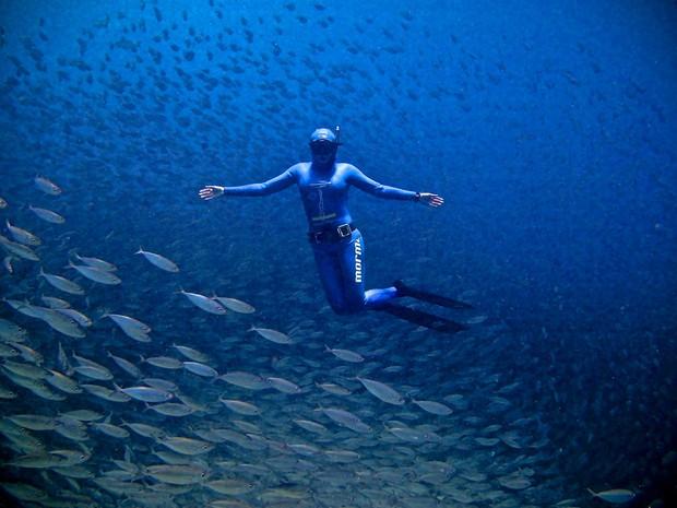 Karol Meyer durante mergulho recreativo no Litoral catarinense (Foto: Karol Meyer/Arquivo pessoal)